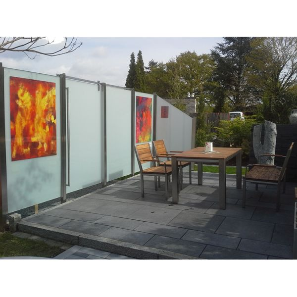 Sichtschutz Glas und Edelstahl Kombination mit Schiebetür