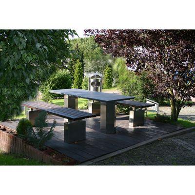 Individuelle Anfertigung von Gartenmöbeln aus Edelstahl, Tisch mit zwei Bänken