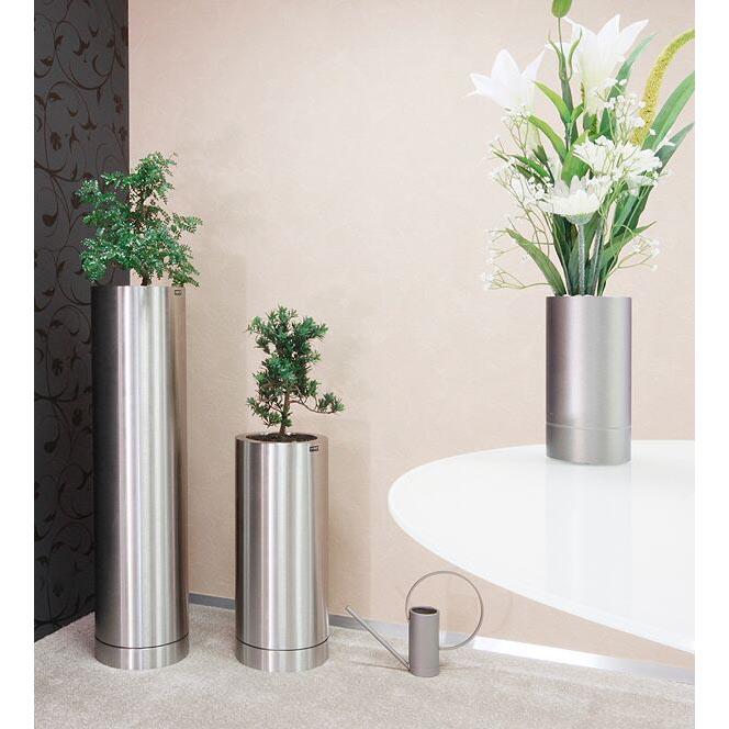 Vasen mit Gießkanne