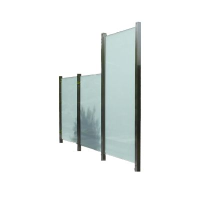 Sichtschutz aus Glas und Edelstahl