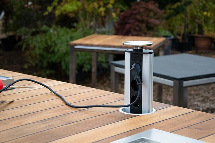Outdoor Küche Edelstahl mit Stromanschluß für zusätzliche Geräte
